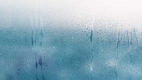 Detail von Feuchtigkeitskondensationsproblemen, Hei?wasserdampf oben kondensiert auf dem kalten Glasabschlu? lizenzfreies stockbild