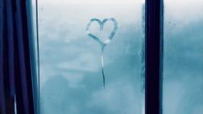 Detail von Feuchtigkeitskondensationsproblemen, Hei?wasserdampf oben kondensiert auf dem kalten Glasabschlu? lizenzfreie stockfotos