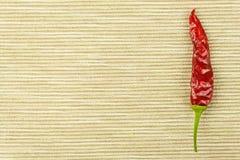 Detail von getrockneten Paprikas auf Gewebehintergrund Gewürze für das Grillen Verkauf von Gewürzen Lizenzfreies Stockbild