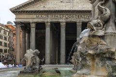 Detail von Mattei-Palast, Rom, Italyhe-Brunnen im Marktplatz des Pantheons Stockfotografie