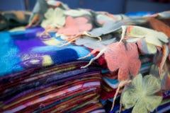 Detail von multi Farbgewebe-Beschaffenheitsproben Stockfotografie