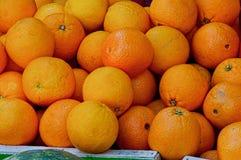Detail von Orangen im Korb Lizenzfreies Stockfoto