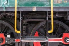 Detail von Rädern auf Zug-Maschine stockbild