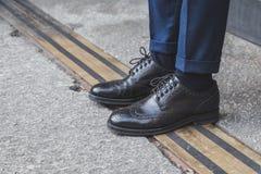 Detail von Schuhen außerhalb des Ferragamo-Modeschaugebäudes für Milan Mens Mode-Woche 2015 Stockbild