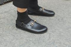 Detail von Schuhen während Milan Men-` s der Mode-Woche Stockfotografie