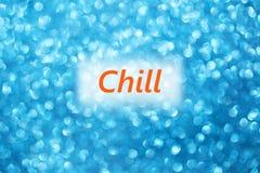 Detail von Wort Schauer auf einem glänzenden unscharfen blauen Hintergrund lizenzfreie abbildung