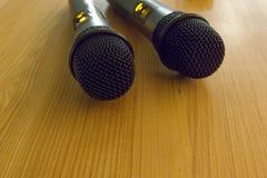 Detail von zwei Hand-portaable Mikrophonen Lizenzfreie Stockbilder