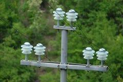 Detailansicht über einen elektrischen Beitragsstrommast stockbilder