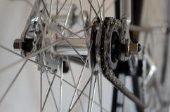 Detailansicht des Fahrrades des Hinterrads mit Kette u. Kettenrad Lizenzfreies Stockbild