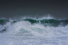 Detailed winter storm wave breaking and splashing on shore Royalty Free Stock Photos