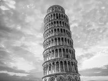 Detailleert de leunende toren van Pisa dicht omhoog mening bij zonsondergang Stock Afbeeldingen
