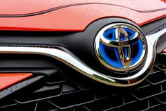 Detailmening van het kenteken en de bonnet van een nieuwe technologie, hybride die voertuig binnen het handel drijven wordt gezie royalty-vrije stock fotografie