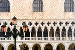 Detailmening van het Paleis van de Doge, Venetië, Italië stock foto's
