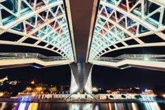 Detailmening van Vredesbrug in Tbilisi bij nacht, Georgië Royalty-vrije Stock Afbeeldingen