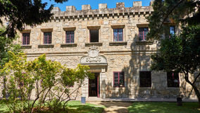 Detailof fönster av slotten av Santa Cruz i Santa Cruz Galicia, Spanien av Santa Cruz i Santa Cruz Galicia, Spanien Arkivfoton