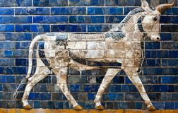 Details of the Babylonian Ischtar Tor. Glazed brick panel with Aurochs - details of the Babylonian Ischtar Tor, or Ishtar Gate stock photography