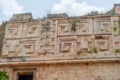 Details der Dekorationen der Tempel, im archäologischen Bereich von Uxmal lizenzfreies stockbild