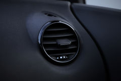 Details der Klimaanlage im modernen Auto Lizenzfreies Stockbild