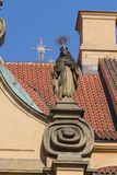 Details der religiösen Statue in Mala Strana-Bezirk in Prag in Prag Lizenzfreie Stockfotografie