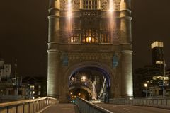 Details der Turm-Brücke London nachts Stockfoto