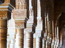 Details des Gerichtes der Löwen in Alhambra in der Tageszeit granada Stockbild