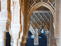 Details des Gerichtes der Löwen in Alhambra am Tag granada Stockfoto