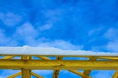 Details des hölzernen Dachs des Baus, Bauholzstruktursystem überdachend stockfoto
