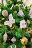 Details des Weihnachtsbaums bei Galerija Centrs in Riga Stockfoto