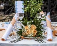 Legen Sie Satz mit Blumendekorationen ver Stockfotografie