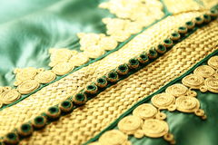 Details eines grünen marokkanischen Kaftans Stockfotos