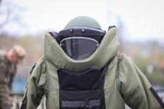 Details eines militärischen schützenden Kostüms der EOD-Kampfmittel-Beseitigung stockfotos