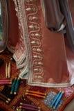Details eines rosa marokkanischen Kaftans Stockfotos