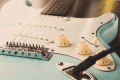 Details en verbinding van gitaar en draadkabelhefboom Toon en volumecontroles royalty-vrije stock afbeelding