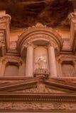 Details op hoogste deel van Schatkist in Stad van Petra, Jordanië Royalty-vrije Stock Foto's