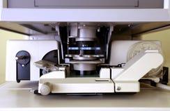 Mikroficheavläsare i closeup Fotografering för Bildbyråer