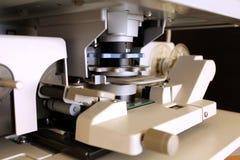 Mikroficheavläsare i closeup Arkivfoto