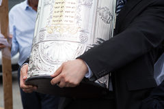Details of the Torah scroll coverin rabbi hands Stock Photography