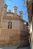 Details und Architektur in der polnischen Kirche Minaretts der hinteren Fassade in der Kirche von Jahrhundert Sans Pedro Dating I stockbilder