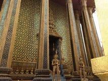 Details van architeture in Wat Phra Kaew binnen stock fotografie