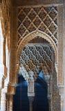 Details van Binnenplaats van de Leeuwen in Alhambra stock foto