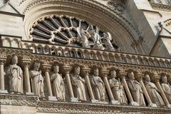 Details van cijfers - steengravures op Notre Dame Cathedral Paris, Frankrijk royalty-vrije stock foto's