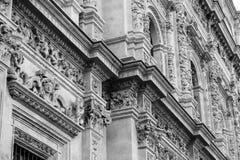 Details van de gravures op Sevilla City Hall-voorgevel royalty-vrije stock afbeelding