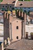 Details van de kantelen van een middeleeuws kasteel stock fotografie