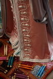 Details van een roze Marokkaanse kaftan Stock Foto's