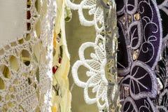 Details van hand-geborduurd tafelkleed Stock Afbeeldingen