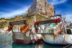 Details van ijzerdeuren in een treiler vissersboot in Calpe wordt gedokt die Royalty-vrije Stock Foto