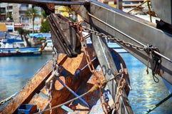 Details van ijzerdeuren in een treiler vissersboot in Calpe wordt gedokt die Royalty-vrije Stock Fotografie