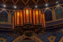 Details van oostelijke architectuur, een modieuze lamp in het binnenland royalty-vrije stock afbeeldingen