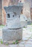 Details van steenbeeldhouwwerk in de oude stad van Ostia, Rome, Italië stock foto