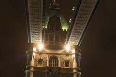 Details van Torenbrug Londen bij nacht Stock Afbeeldingen
